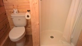 Deluxe Camping Cabin - Bath Room